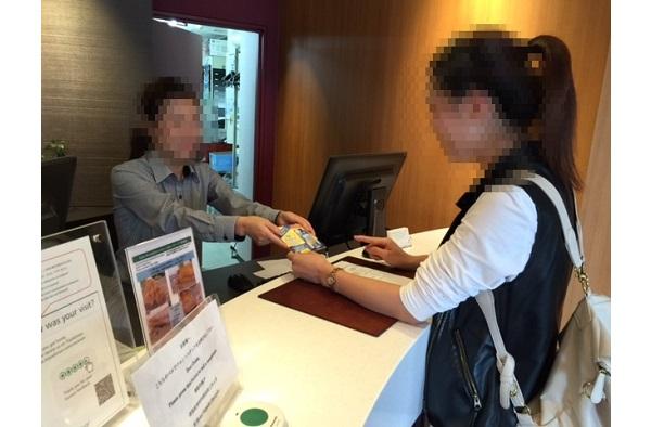 訪日外国人向けサンプリング(バス車内、空港カウンター、外国人案内所、ビジネスホテル・リゾートホテル)