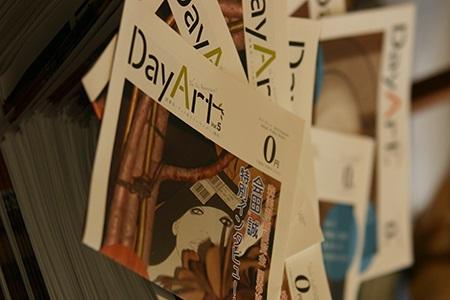 「日常にもっと読書を、日常にもっとアートを」をコンセプトにしたフリーペーパー「Day Art」
